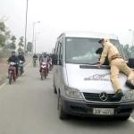 Bị phạt như thế nào nếu chạy trốn khi có hiệu lệnh dừng xe của CSGT?