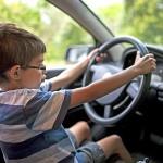Lái xe ô tô khi chưa đủ tuổi bị phạt như thế nào?