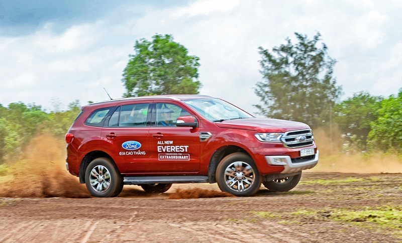 xe-ford-everest-trend-2016-6